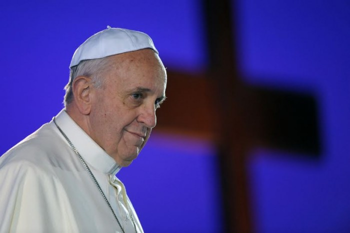 Paus Franciscus tijdens de kruisweg in het Colosseum © SIR